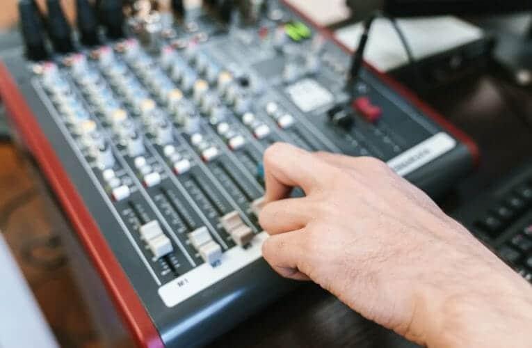 radyo programı bitiş şarkısı (2005)